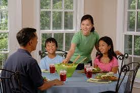 Less screen time during meals promotes healthier eating in children - Farm  and Dairy