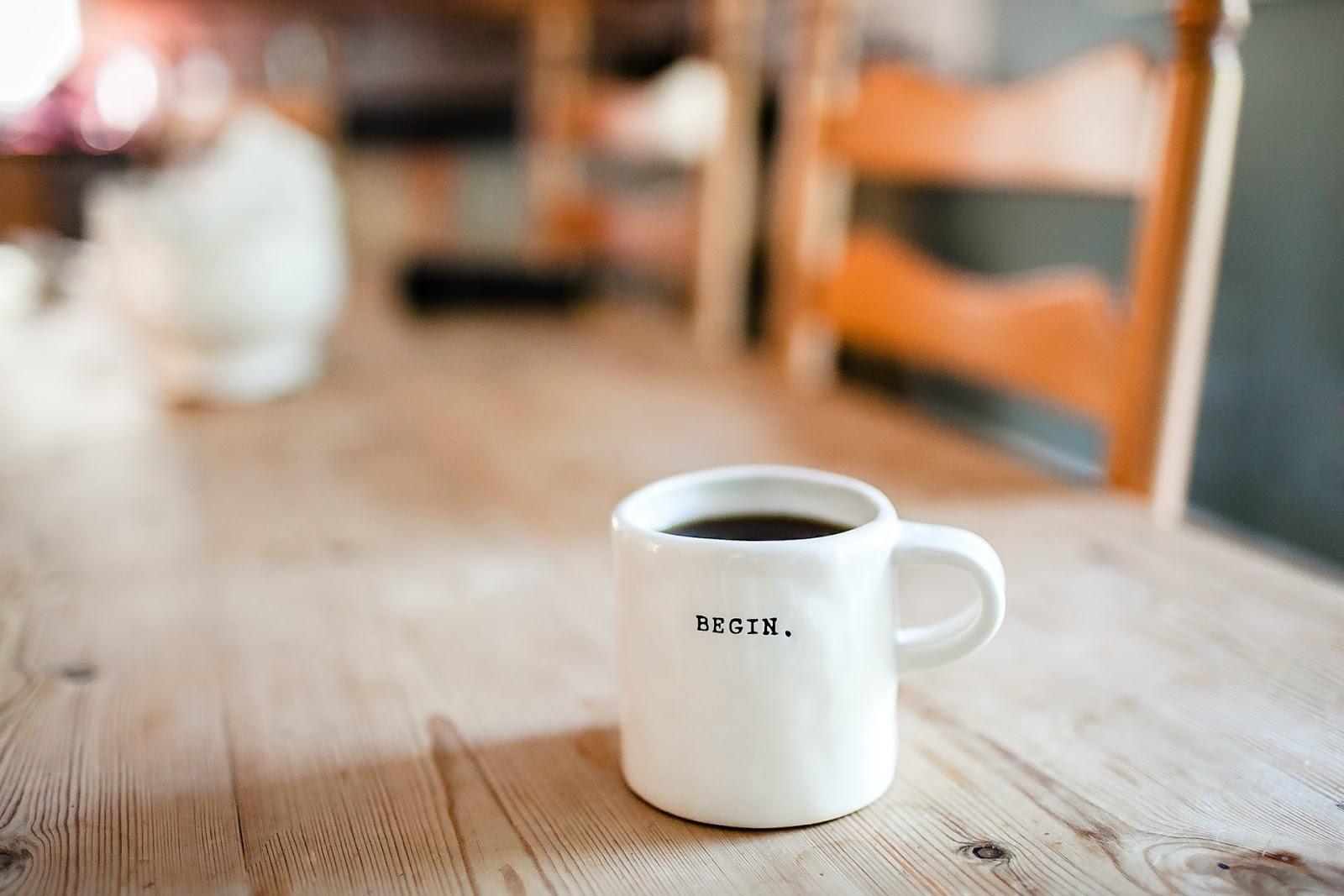 Um café é sempre bom, mas deve ser consumido com moderação (Imagem: Danielle MacInnes/Unsplash)