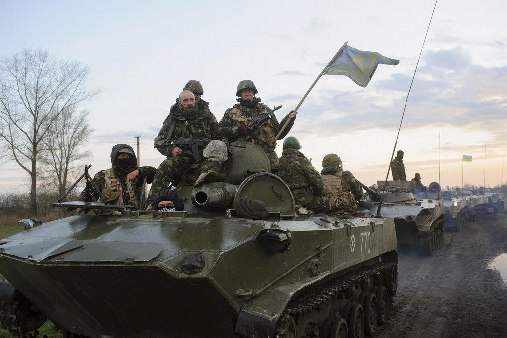 Obrněná vozidla ukrajinské armády poblíž Slavjansku.jpg