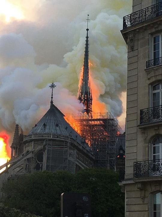 Notre Dame burning 4 Image Antoninnnnn