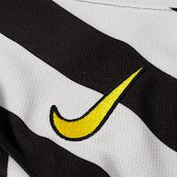 Juvnentus home shirt nike logo