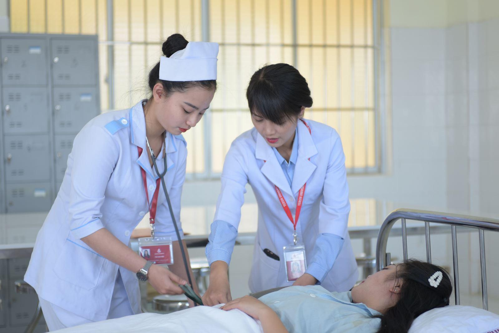Học điều dưỡng ở Việt Nam được đào tạo nhiều kỹ năng chuyên môn và kỹ năng mềm