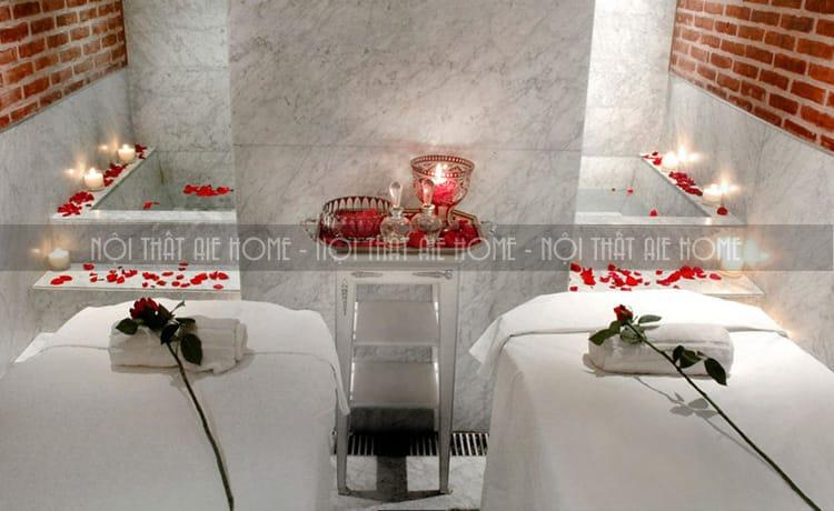 Thiết kế spa lãng mạng bằng ánh nến và màu đỏ của hoa hồng.