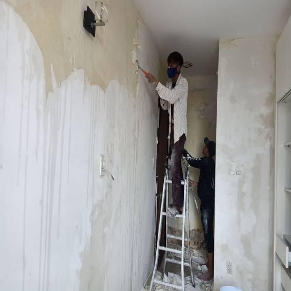 Quá trình tự sơn nhà tốn kém nhiều thời gian, công sức