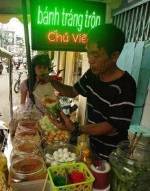 foody-banh-trang-tron-chu-vien-tp-hcm_220.jpg