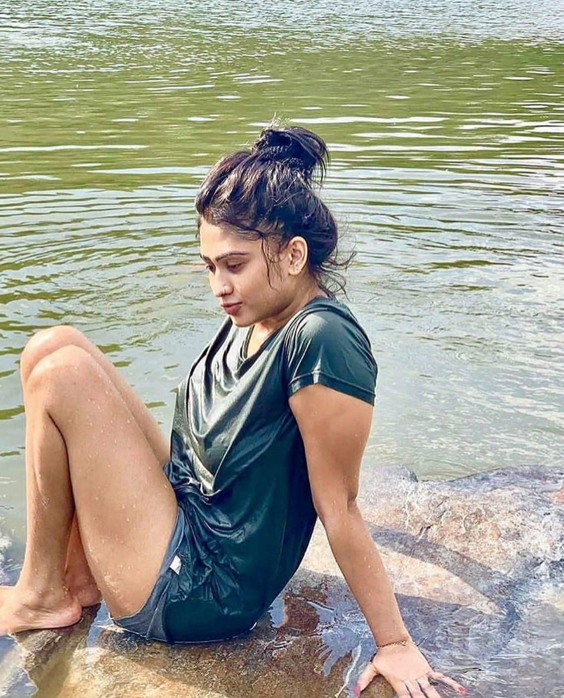 Sri Lankan actress Piumi Hansamali hot photo gallery | Wet In Rain Navel Queens