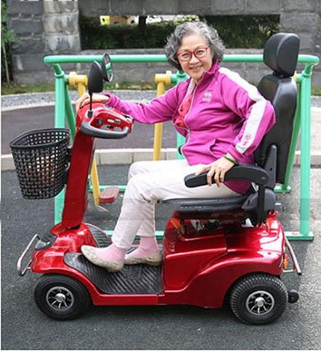 xe điện 4 bánh cho người già