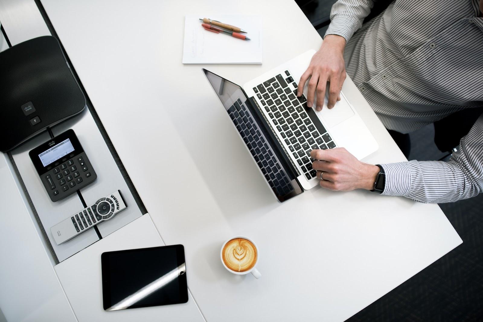Entender como criar um blog não é tão complicado quanto parece. (Foto: Unsplash)