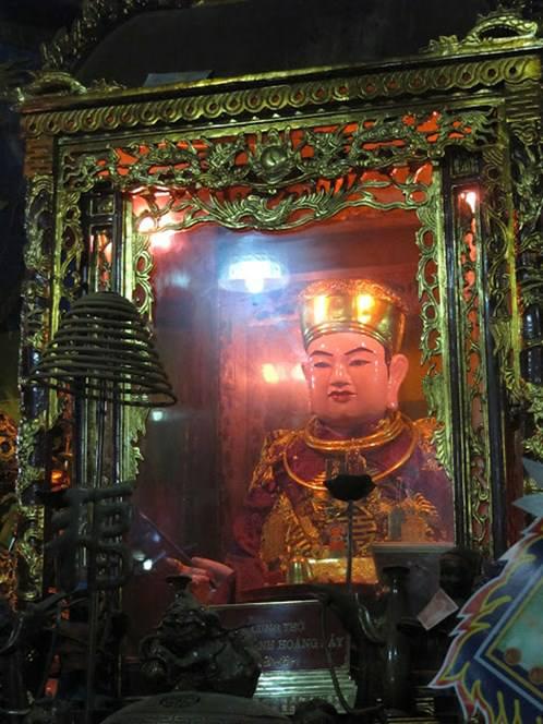 Tượng ông Hoàng Bảy tại Đền Bảo Hà, Lào Cai ngày nay