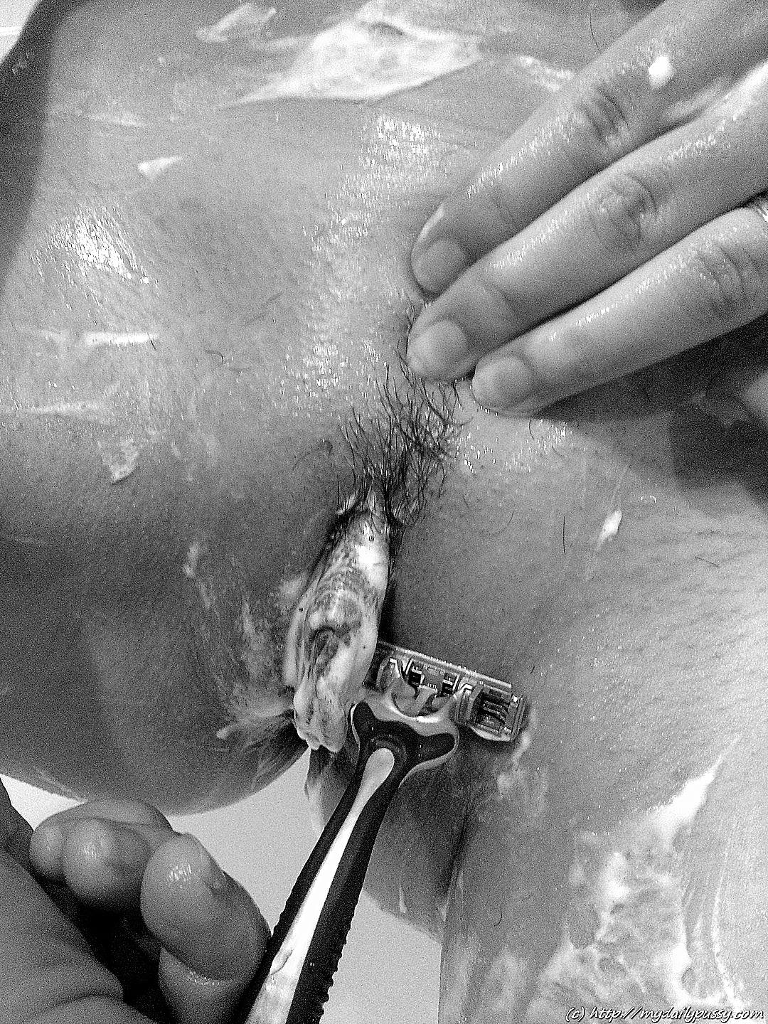 Shaving-pussy-in-the-shower-foam-and-razor-blade__20140106_011954.jpg