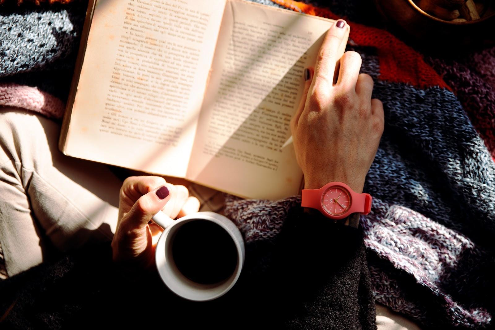 Lendo livro relax