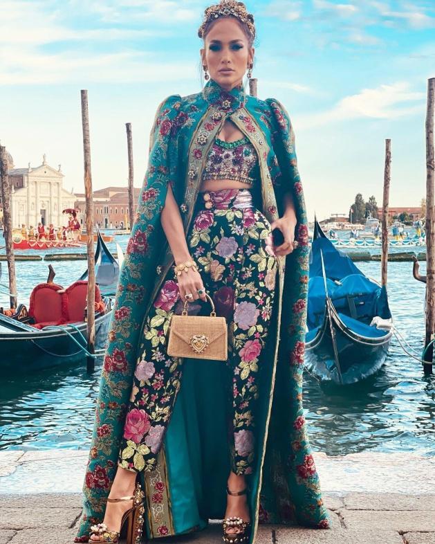 Jennifer Lopez Attends Dolce & Gabbana Fashion Show in Venice | PEOPLE.com