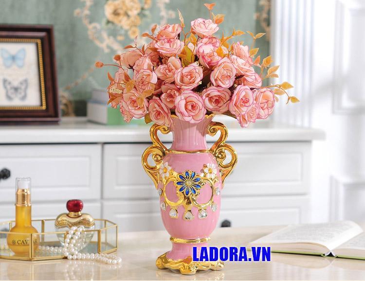 ecor trang trí bình hoa màu hồng tại ladora shop
