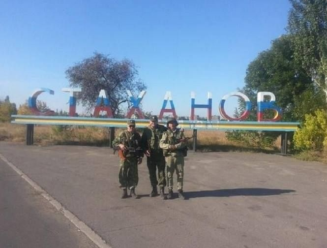 """Сейчас в Стаханове орудую так называемые """"казаки"""" и наемники из РФ Фото: @b_mysterio/Twitter"""