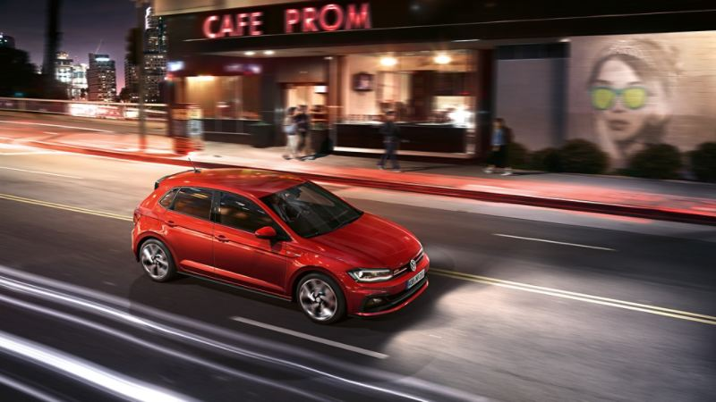 Polo GTI rossa, in movimento