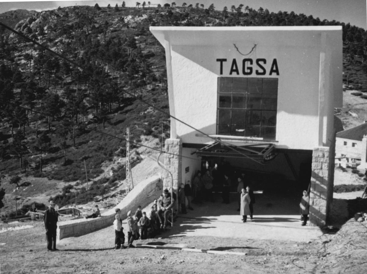 Puesta en marcha del Telesilla en 1955 - Fotografía PuertoNavacerrada.com