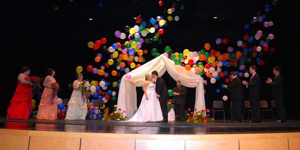 Wedding Kiss Balloon Drop
