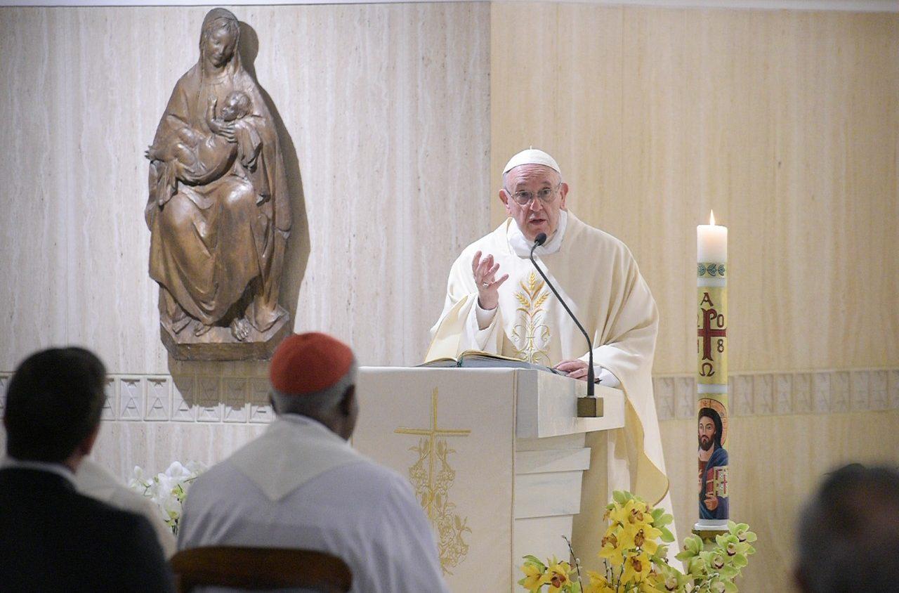 Trong Thánh Lễ sáng Đức Thánh Cha kêu gọi bậc cha mẹ hãy bảo vệ trẻ em thoát khỏi sự tò mò