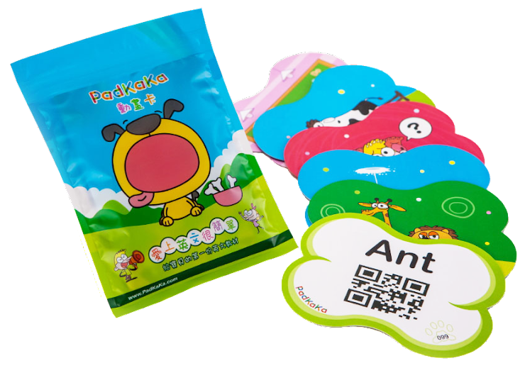 PadKaKa 英文單字動畫卡採用 450 磅高級銅西紙,雙面皆經過霧P處理,可防潑水,不小心弄髒時亦容易擦拭乾淨。每張卡片大小12cm×9cm,幼兒可以很容易握持。每張卡片皆是以大豆無毒油墨印製(SOY INK標章),所有印製過程合乎安全規範,堅持給寶寶一個 100% 無毒的安全保障。