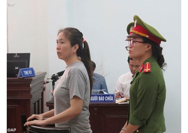 Tòa án Việt nam kết án blogger Công giáo 10 năm tù