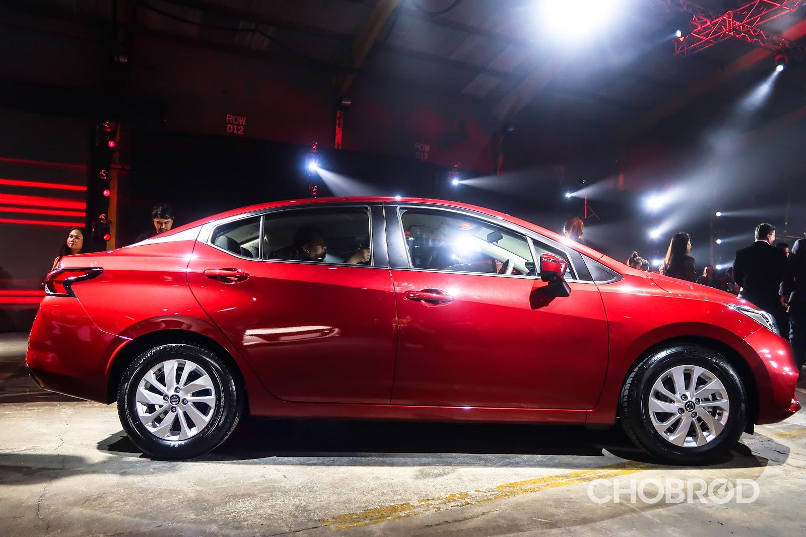 มิติของตัวรถมีความยาว และ กว้างกว่ารุ่นเดิม