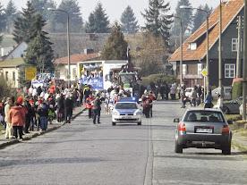 """""""De Zoch kütt!"""" würde man im Rheihnland sagen... - in der Siedlung startete der Festumzug (©A.M.)"""