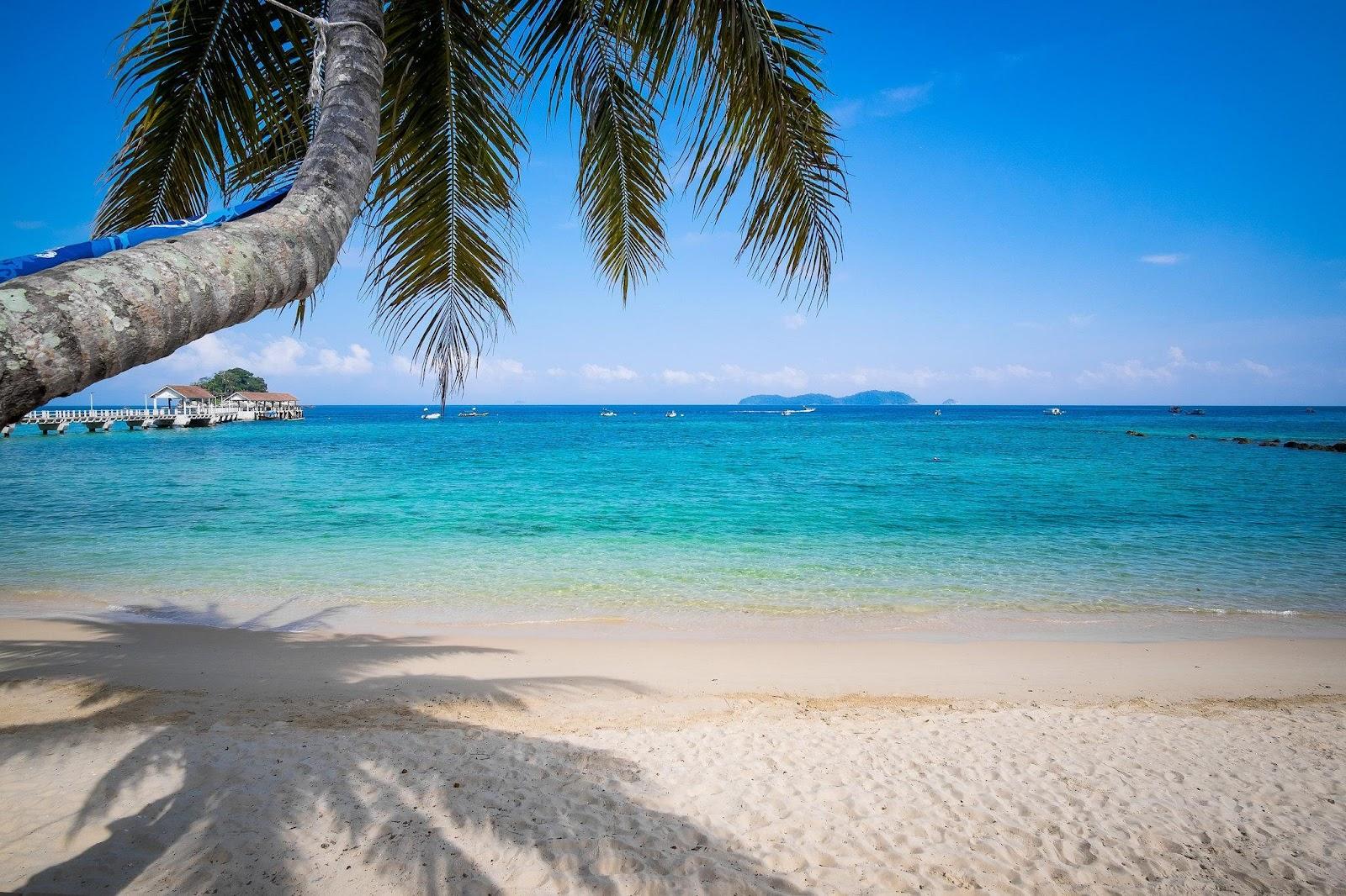 mersing-beach-turquoise-pulau-tioman-malaysia