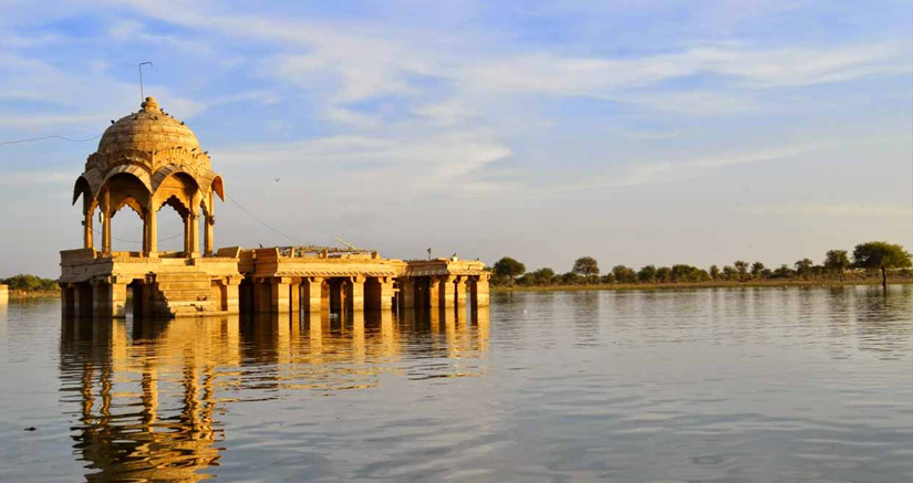 3) Visit the Gadsisar Lake for some down time.png