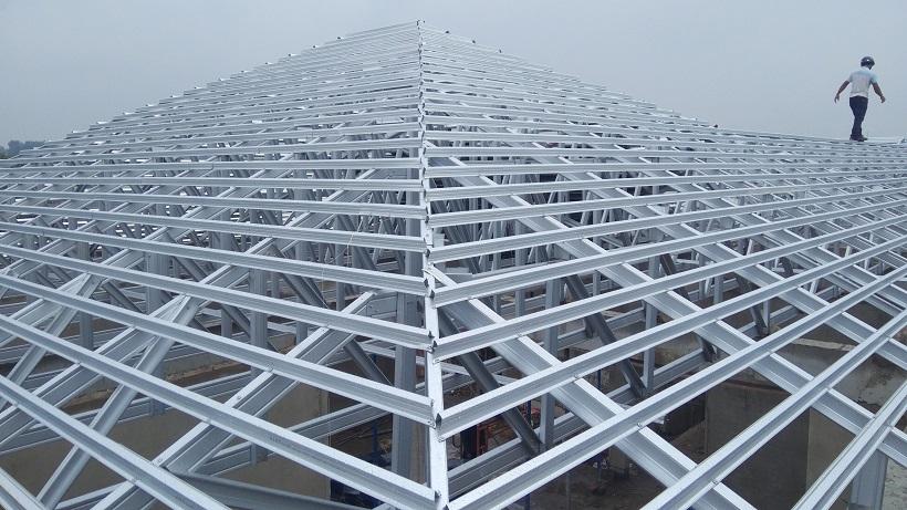 Lắp đặt mái ngói truyền thống cần khung kèo rất phức tạp