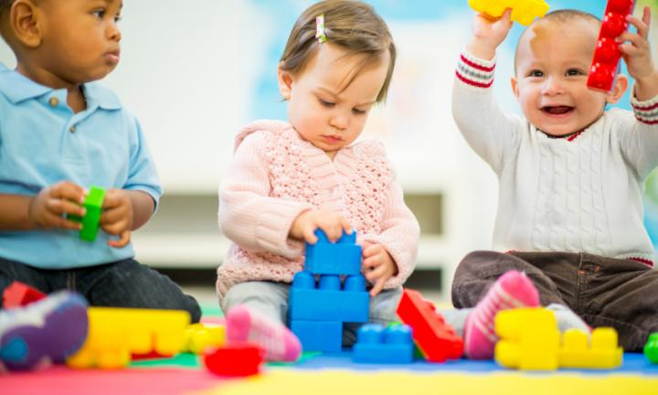 Trẻ nhỏ dưới 5 tuổi là nhóm đối tượng dễ mắc bệnh tay chân miệng