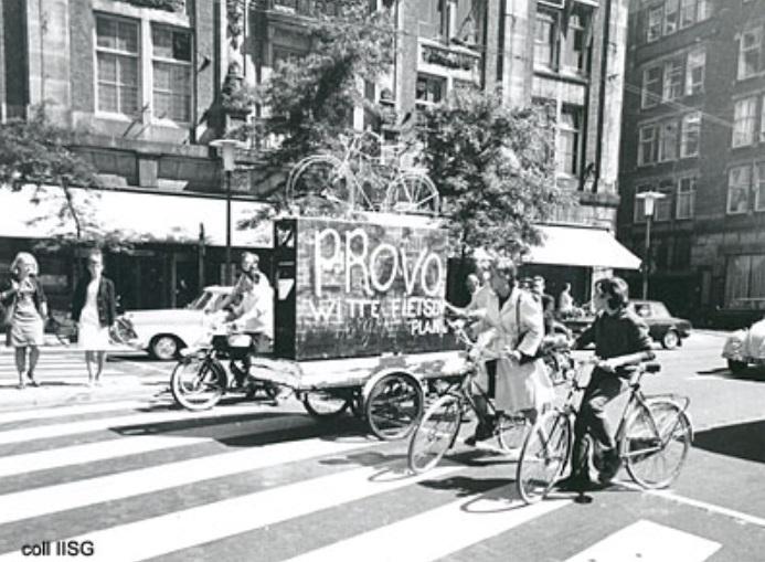 As bicicletas brancas foram pioneiras em Amsterdã.