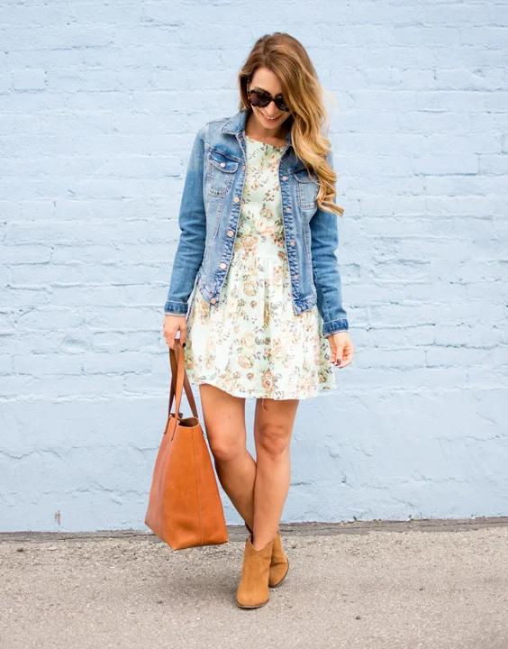 10. ชุดลำลองกับแจ็ตเก็ตยีนส์ หรือเรียกว่า Casual Dress กับ Denim Jacket