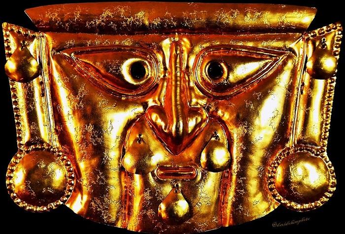 Se dice que Naylamp construyó las pirádimes de Túcume