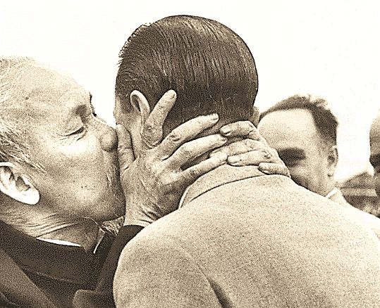 Tin mới: Chu Ân Lai có thể là người đồng tính. Chuyện cũ: Tình yêu của Chu  với Hồ (Quang-Chí Minh-Tập Chương)