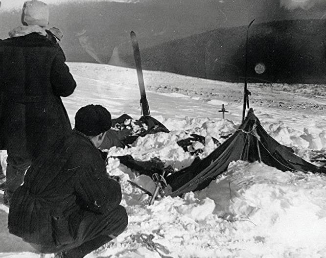 Палатка группы Дятлова на склоне горы Холатчахль в том виде, как ее нашла поисковая группа
