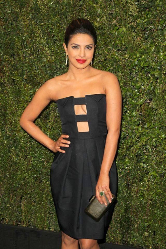 Priyanka Chopra in hot black strapless sheath dress ...