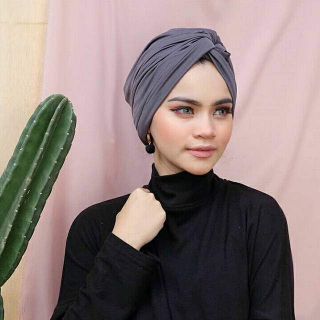 hijab simpel ke toko kelontong