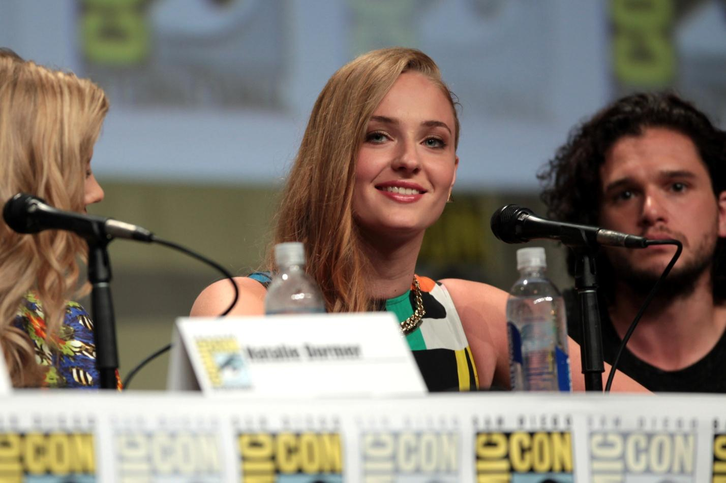 C:\Users\user\Desktop\Reacho\pics\Sophie_Turner_&_Kit_Harrington_SDCC_2014.jpg