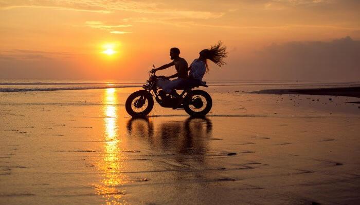 couple-Biking