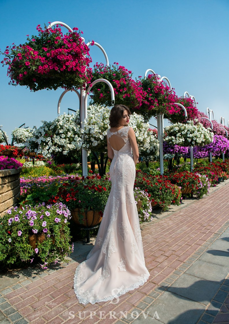 Весільна сукня з мереживною спідницею від Supernova