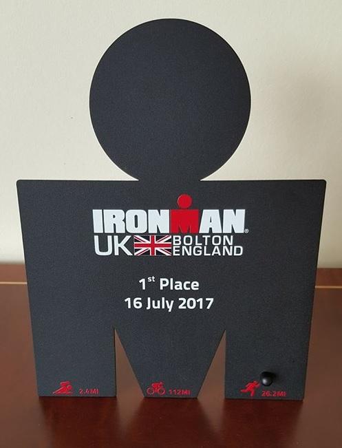 Ironman UK Jarosław Grzelec statuetka.jpg