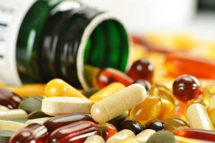 مصرف بیش از حد ویتامین A می تواند دلیل خشکی لب باشد