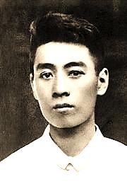 https://upload.wikimedia.org/wikipedia/commons/thumb/c/ce/Premier_Zhou_1919.jpg/180px-Premier_Zhou_1919.jpg