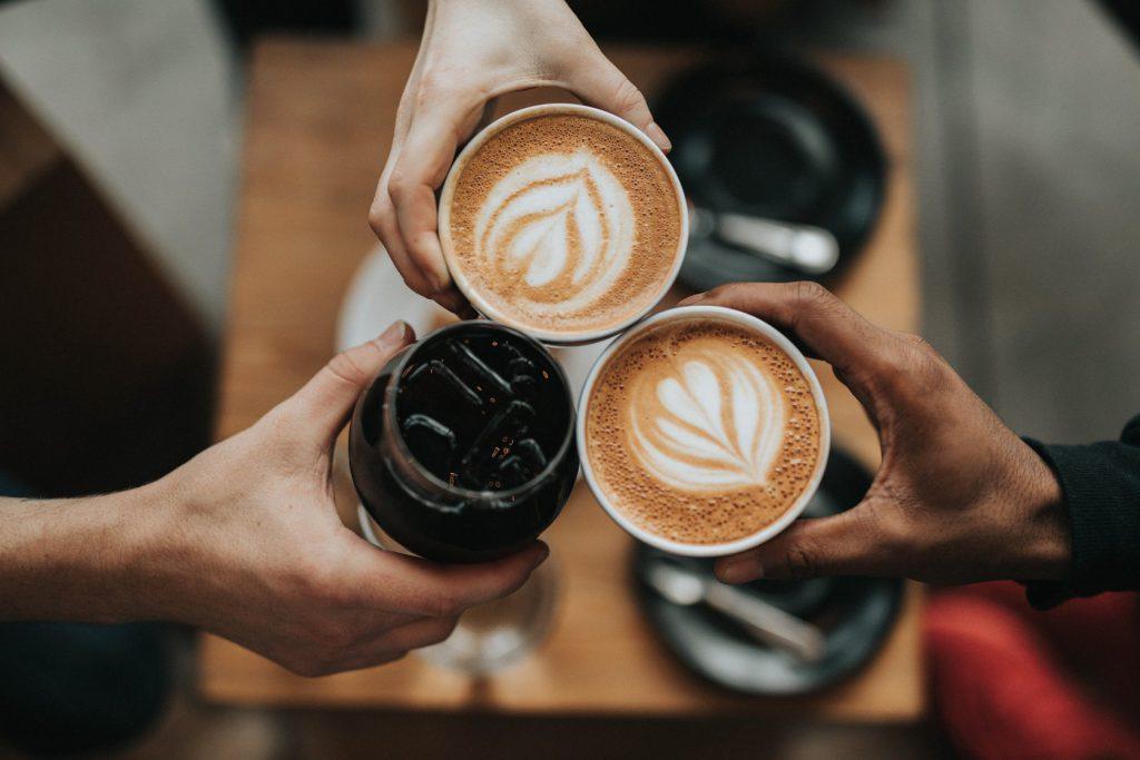 喝咖啡示意圖Photo by Nathan Dumlao on Unsplash