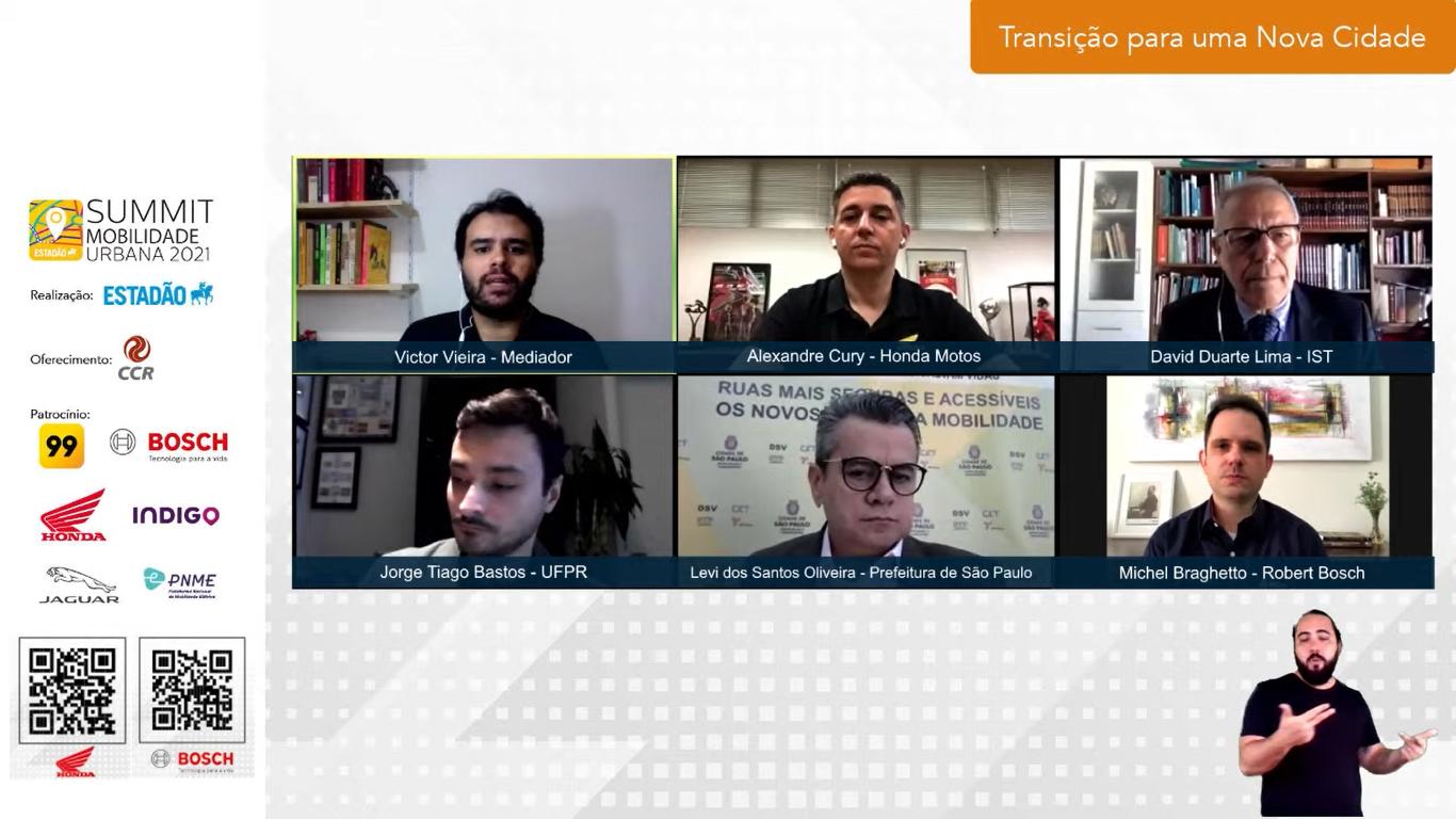 O painel, que foi mediado pelo jornalista Victor Vieira, abordou os principais temas envolvidos na segurança da mobilidade urbana. (Summit Mobilidade Urbana 2021/Reprodução)