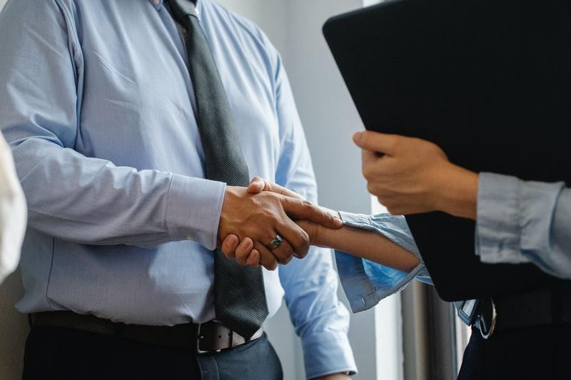 trabajar como corredor de seguros