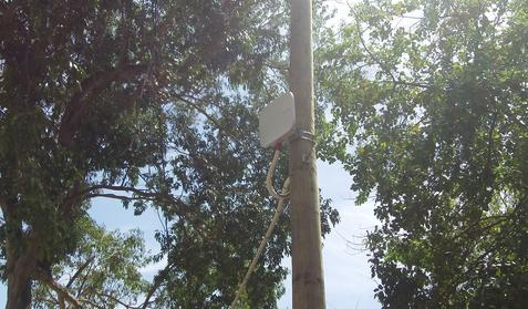 A Huawei WIFI router in a public park in Alamar District, La Habana. Photo by Gary Verburg