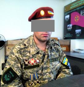Едуард Матвєєв попросив не показувати його обличчя — терористів краще бити невпізнаним. (Фото автора.)