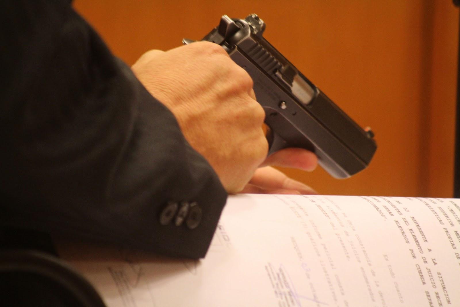 El arma no se dispara sola..jpg