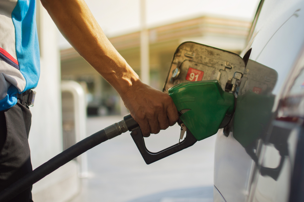 O preço do combustível está subindo em todo país. (Fonte: Shutterstock/Shutter.Hero/Reprodução)